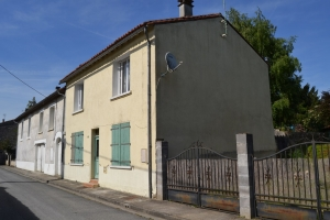4 Bedroom House in A Picturesque Village With Commerce.