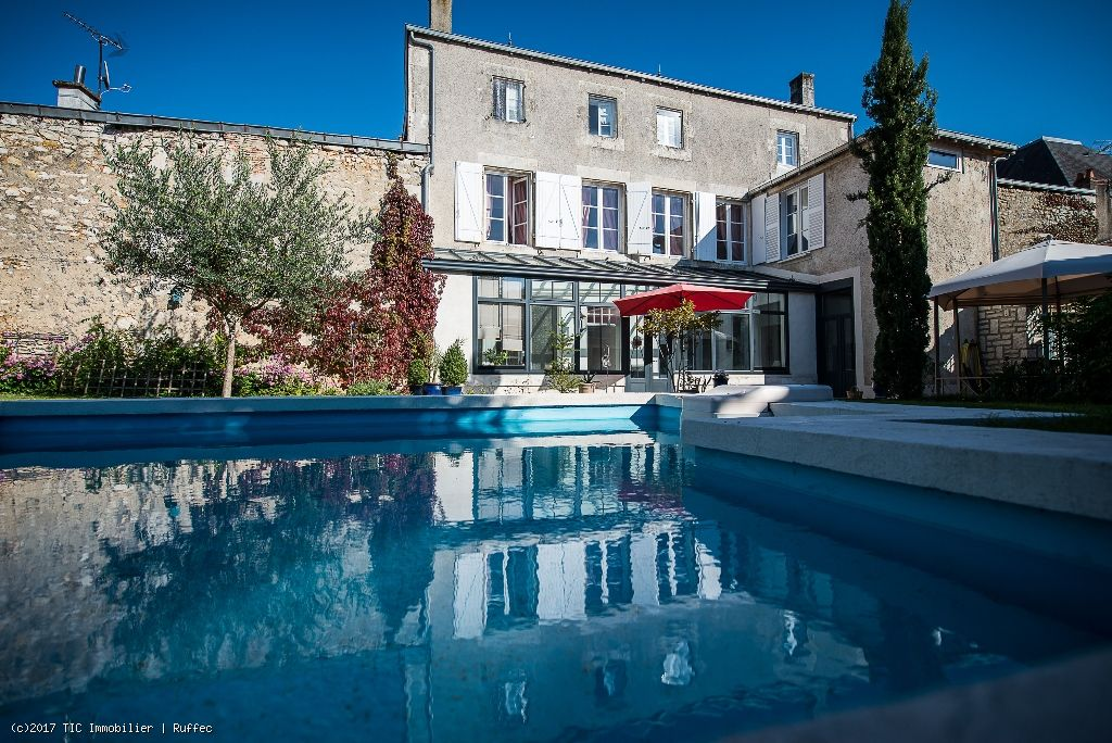 Stunning 6 Bedroom Bourgeoise Town House With Private Gardens And Swimming Pool