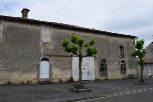 Town Centre House To Renovate With Attached Barn