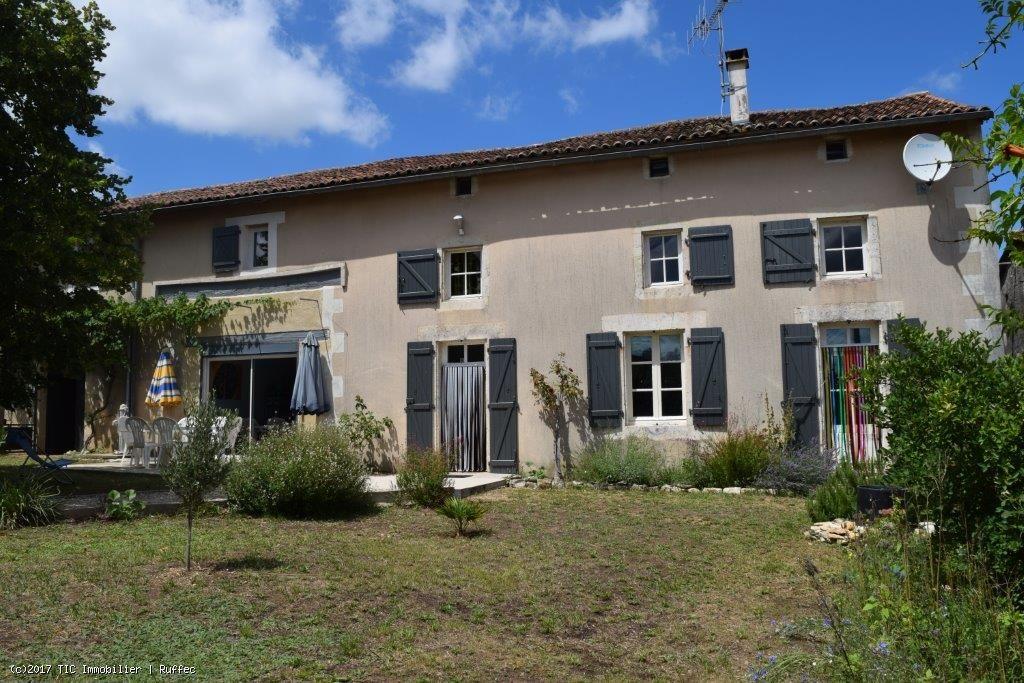 Maison Ancienne En Bon Etat Avec 5 Chambres Dependances Et Jardin
