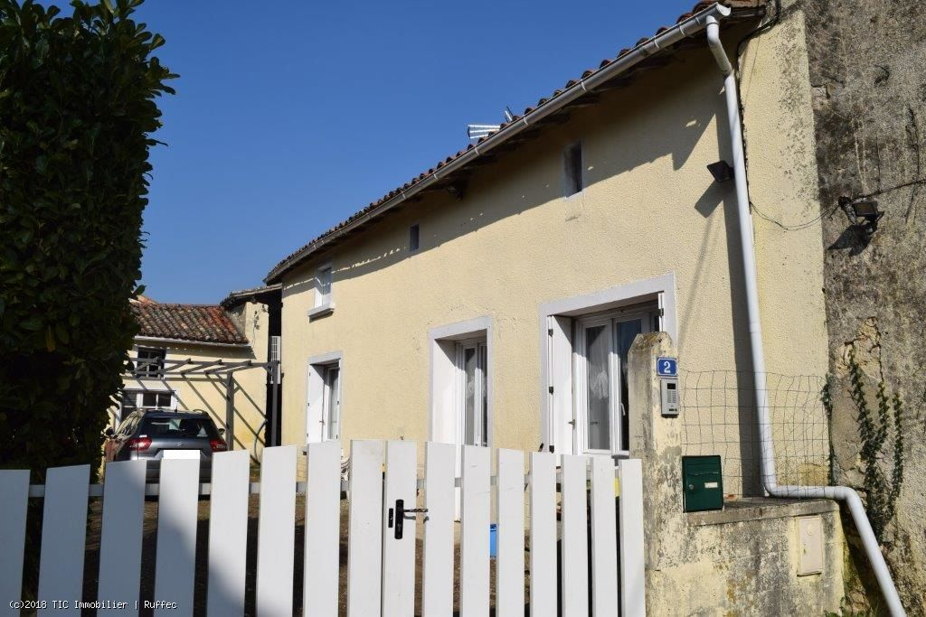 4/5 Bedroom Stone House With Enclosed Courtyard - Between Sauzé-Vaussais And Civray
