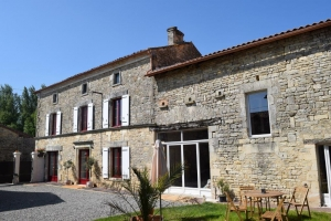 Lovely Renovated Charentaise House With An Enclosed Courtyard - In The Area Of Mansle