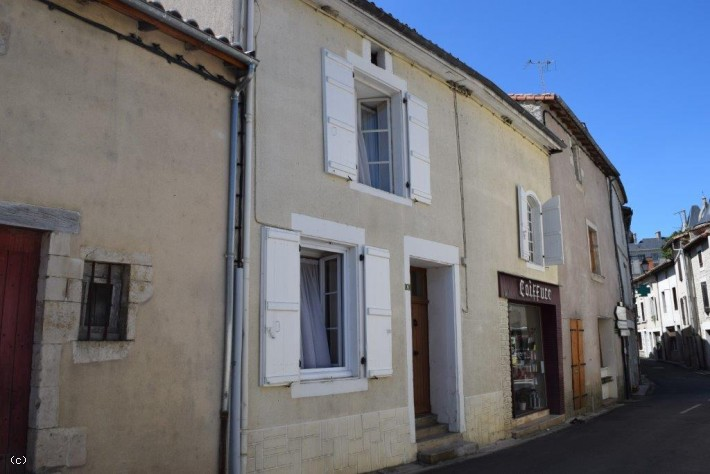Verteuil Sur Charente : 3 Bedroom Stone House With Outstanding Château Views