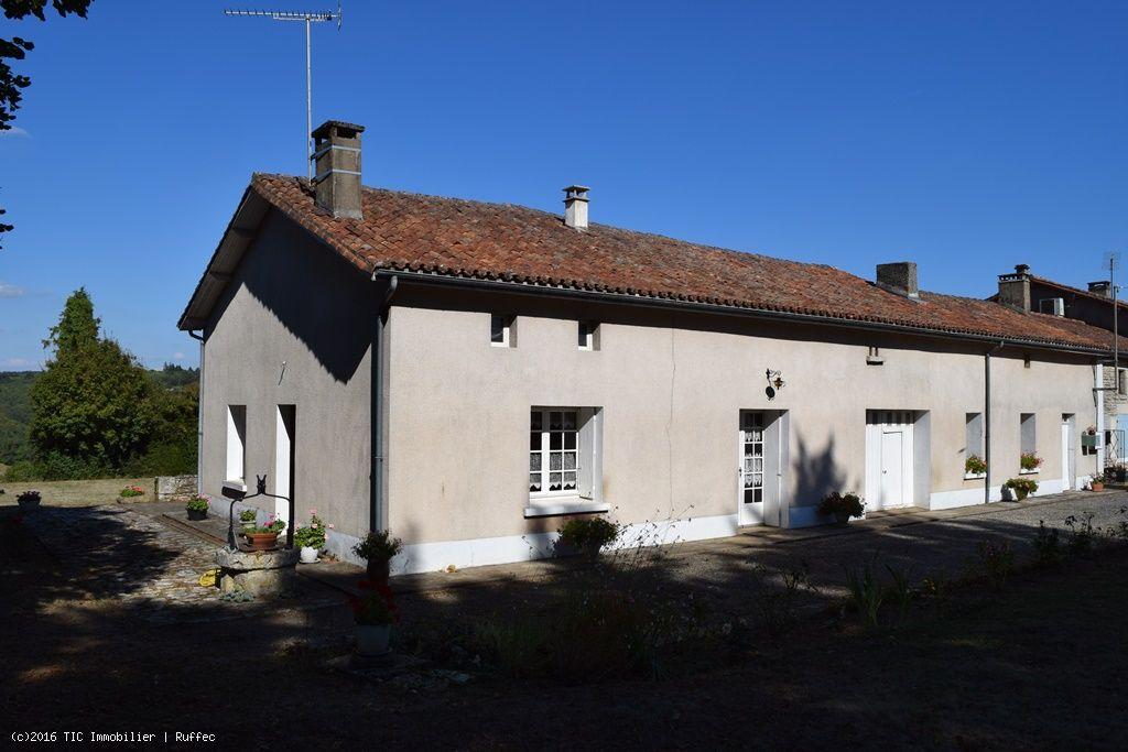 maison a 2km de nanteuil en vall e avec 2 chambres garage et belles vues tic ruffec. Black Bedroom Furniture Sets. Home Design Ideas