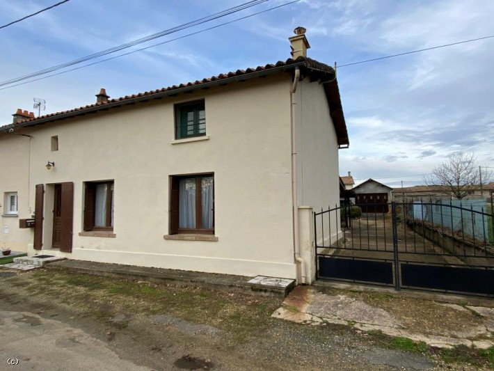 South-Facing 3 Bedroom House Close to Sauzé Vaussais