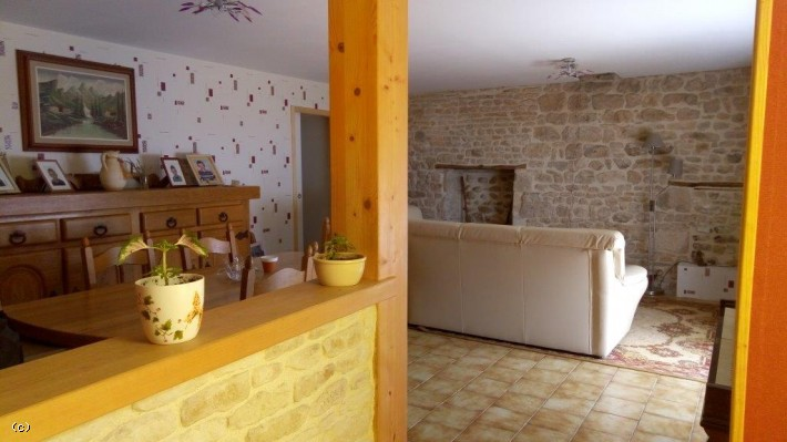Stone House In A Good Condition With A Swimming Pool On Nearly One Hectare Of Land