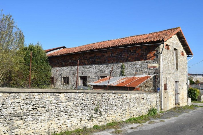 Renovation project - Barn with Garden in Ruffec