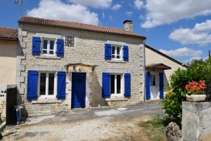 Renovated House With Three Bedrooms Between Mansle And Aigre