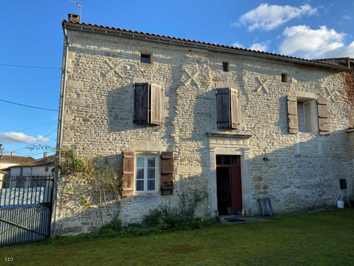 Stone House 5 Bedrooms with Outbuildings