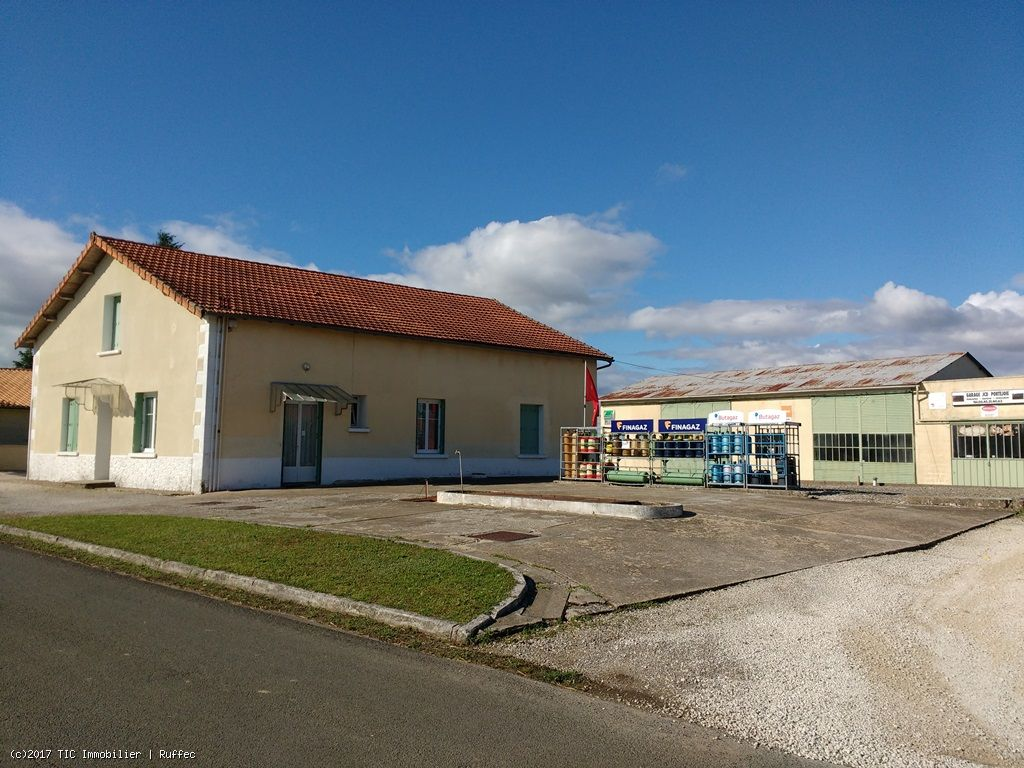 House With Garage / Caravan Storage of 260m² - Verteuil-Sur-Charente