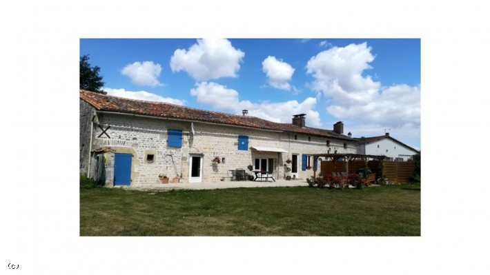 Longère With 3 Bedrooms Over An Acre Of Land